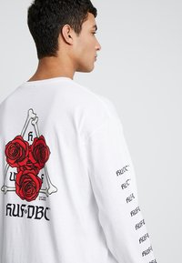 HUF - BONES AND ROSES TEE - Long sleeved top - white - 5