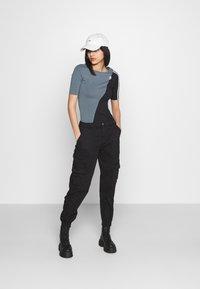 adidas Originals - BODY - Print T-shirt - blue oxide/black - 1