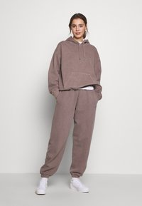 BDG Urban Outfitters - PANT - Joggebukse - chocolate - 1