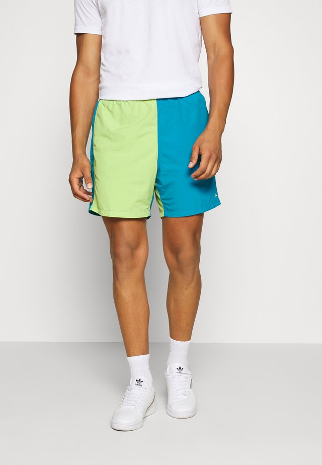 EASY RELAXED RECESS - Short - lime/multi