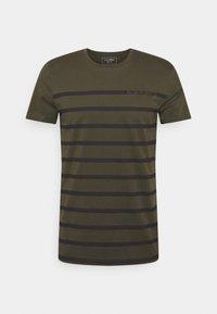 STRIPE - Print T-shirt - woodland green