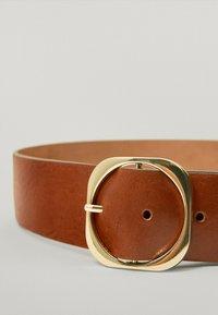 Massimo Dutti - MIT QUADRATISCHER SCHNALLE - Belt - brown - 3