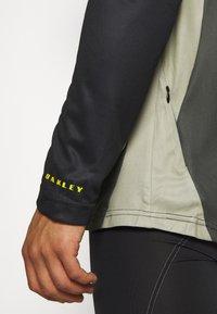 Oakley - TECH TEE - Bluzka z długim rękawem - dark green - 5