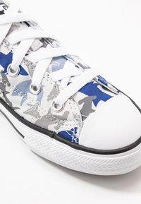 Converse - CHUCK TAYLOR ALL STAR SHARK BITE  - Trainers - photon dust/rush blue/white - 2