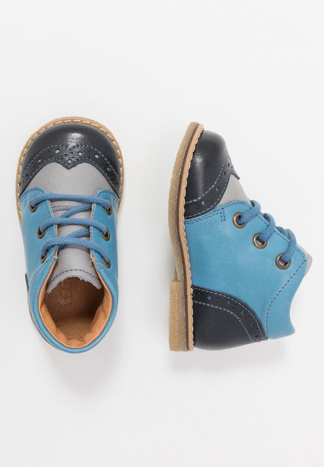 COPER MEDIUM FIT - Volnočasové šněrovací boty - grey/blue