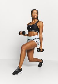 Under Armour - PROJECT ROCK BRA SOLID - Medium support sports bra - black - 1