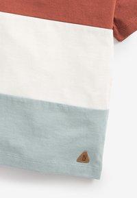 Next - Print T-shirt - brown/white - 2