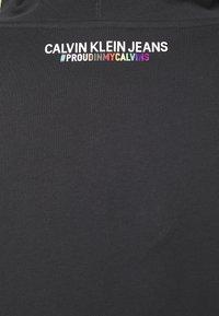 Calvin Klein Jeans - SMALL FLAG REGULAR HOODIE UNISEX PRIDE - Hoodie - black - 2