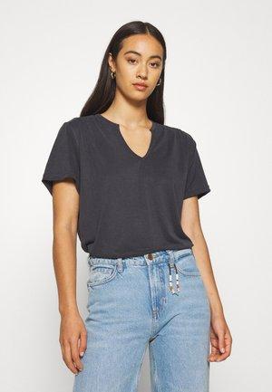 CRAMER - Basic T-shirt - black