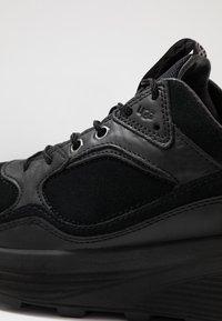 UGG - MIWO TRAINER - Sneakersy niskie - black - 5