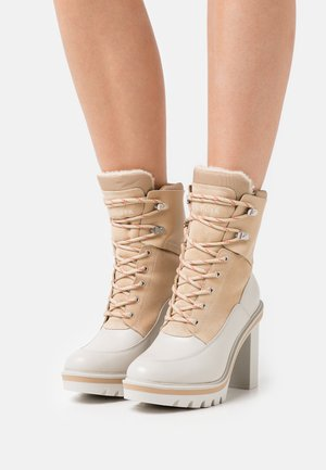 WARMLINED OUTDOOR BOOT - Bottines à lacets - white dove