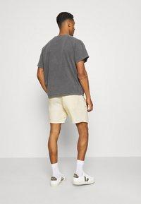 Weekday - OLSEN - Shorts - beige - 2