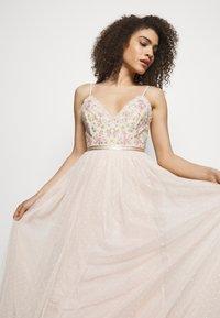 Needle & Thread - EMMA DITSY BODICE CAMI MAXI DRESS - Společenské šaty - strawberry icing - 4