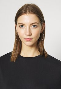 Monki - DORA - Basic T-shirt - black - 5