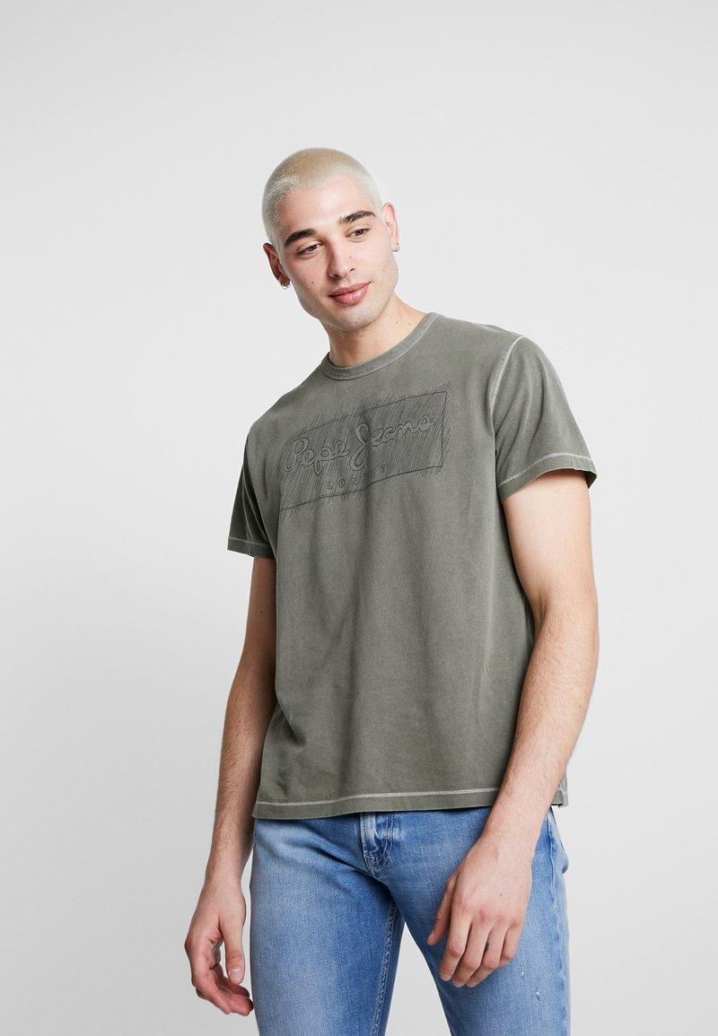 Pepe Jeans - BILLY - Triko spotiskem - army