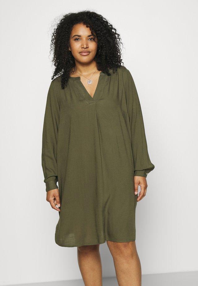KNEE DRESS - Day dress - ivy green