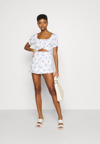 Hollister Co. - ROMPER - Jumpsuit - white floral - 1