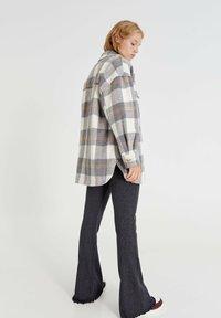 PULL&BEAR - Button-down blouse - light grey - 2