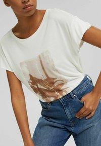 Esprit Collection - MIT PRINT AUS LENZING™ ECOVERO™ - Print T-shirt - off white - 3