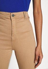 Noisy May - NMEMILY - Slim fit jeans - praline - 4