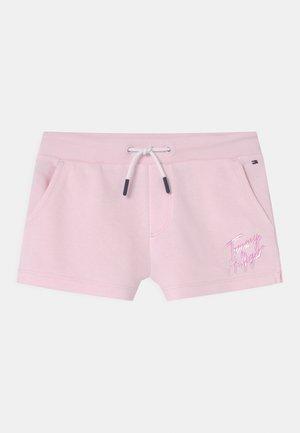 SCRIPT PRINT  - Kraťasy - pink breeze