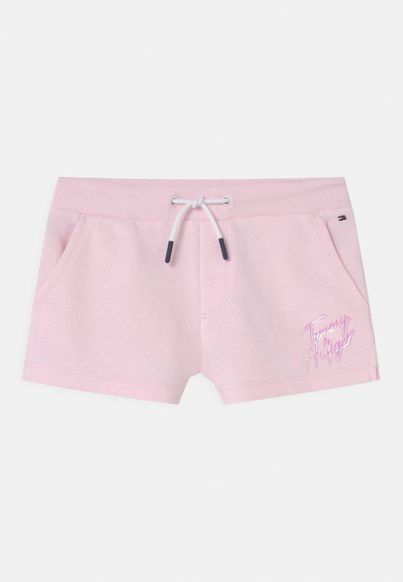 Tommy Hilfiger - SCRIPT PRINT  - Shorts - pink breeze