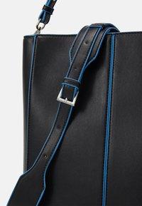 HVISK - CASSET TONAL - Shopping bag - black - 3
