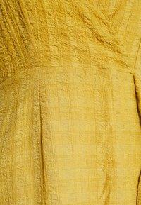 Missguided - TEXTURED WRAP FRILL MINI DRESS - Kjole - mustard - 2