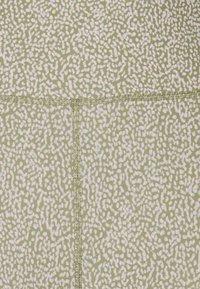 Cotton On Body - REVERSIBLE 7/8 - Medias - oregano - 5