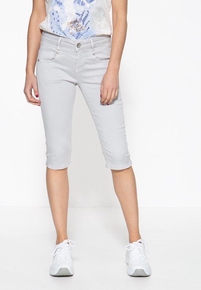 MIT SCHLITZ ZOE - Jeansshort - graublau