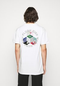 Henrik Vibskov - MAN IN BATHROOM TEE - T-Shirt print - white / multi-coloured - 2