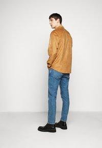 Han Kjøbenhavn - BOXY  - Shirt - brown suede - 2