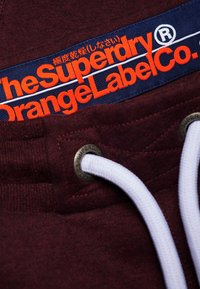 Superdry - LABEL CUFFED JOGGER - Tracksuit bottoms - bordeaux - 3