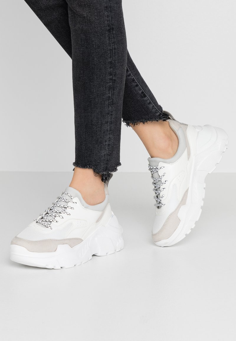 ONLY SHOES - ONLSILVA CHUNKY - Joggesko - white