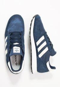 adidas Originals - FOREST GROVE - Sneaker low - collegiate navy/cloud white/core black - 1