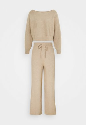 SET STRICK - Jumper & Wide leg trouser - Stickad tröja - sand