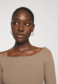 Abercrombie & Fitch - RUFFLE BODYSUIT - Long sleeved top - light brown - 3