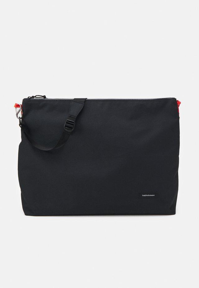 SHOULDER BAG XL UNISEX - Umhängetasche - black