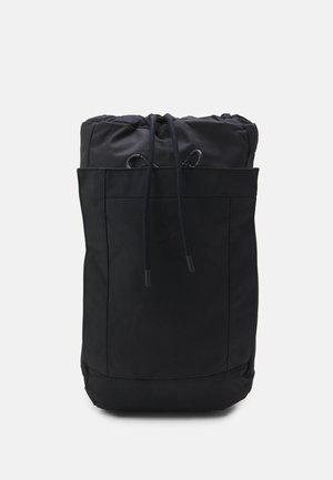 KALM UNISEX - Batoh - rooted black