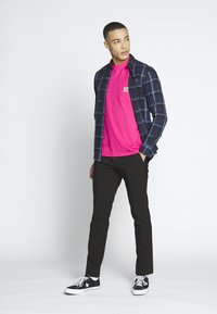 Carhartt WIP - Basic T-shirt - ruby pink - 1