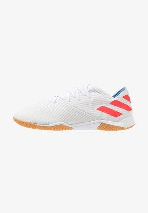 NEMEZIZ MESSI 19.3 IN - Botas de fútbol sin tacos - footwear white/solar red/football blue