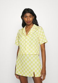 Glamorous - MAYA CROP SHIRT WITH OPEN WIDE COLLAR  - Overhemdblouse - green checkboard - 0