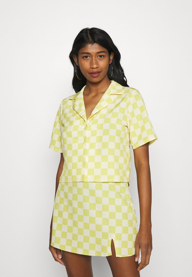 CROP SHIRT WITH OPEN WIDE COLLAR  - Button-down blouse - green checkboard
