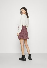 Hollister Co. - SOFT FLIRTY DAY TO NIGHT - Wrap skirt - burg - 2