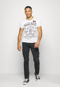 Key Largo - MOTORBIKE ROUND - Print T-shirt - off-white - 1