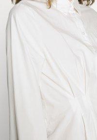 Pieces - PCELLON SHIRT DRESS  - Shirt dress - cloud dancer - 5