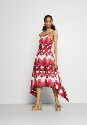 TAMEKA DRESS - Maxi šaty - dark red
