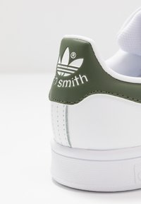 adidas Originals - STAN SMITH - Sneakers laag - footwear white/green - 2