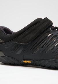 Vibram Fivefingers - V-TRAIN - Sports shoes - black out - 5