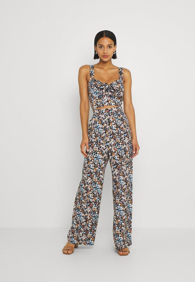 SANDRA PRINT SET - Pantalon classique - multi-coloured